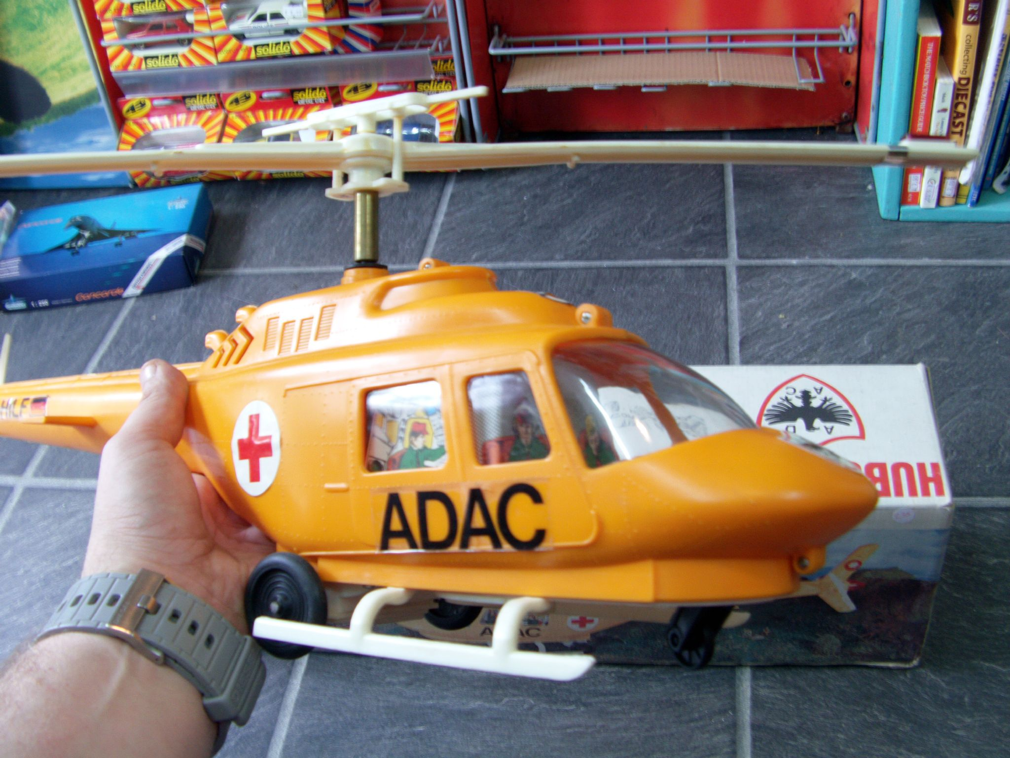 hubschrauber adac vintage air ambulance battery operated. Black Bedroom Furniture Sets. Home Design Ideas